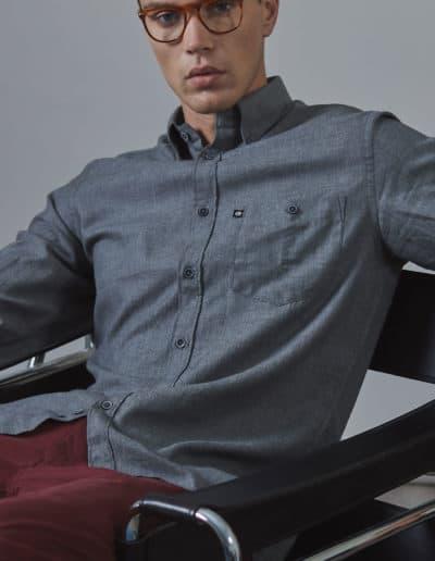 camicia grigia uomo